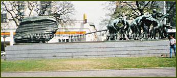 Plaza Canto al Trabajo - San Telmo