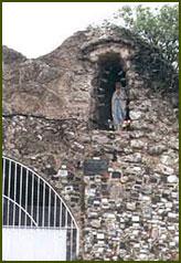 Gruta de Lourdes - Villa Giardino
